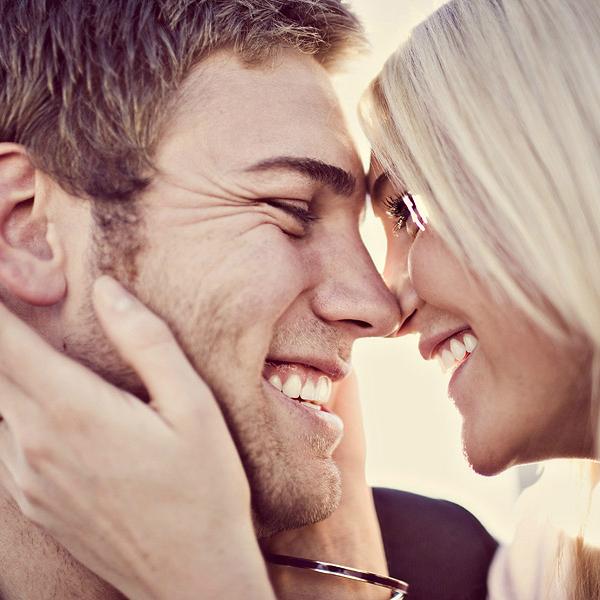 Приятно видеть, как от счастья улыбается человек.