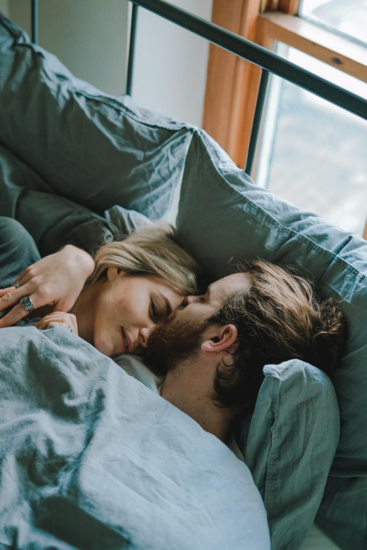Полноценные 8 часов сна по ночам сделают секс более качественным