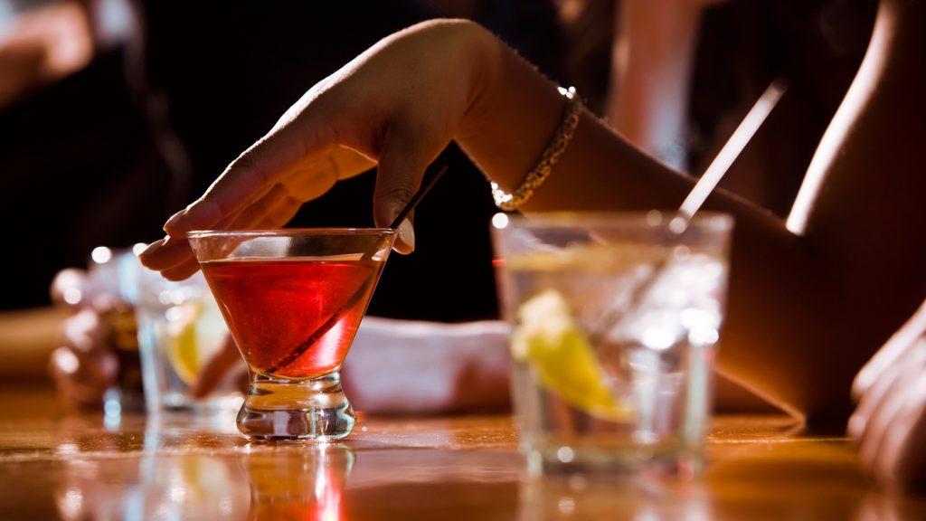 Секс и алкоголь: смешать, но не взбалтывать