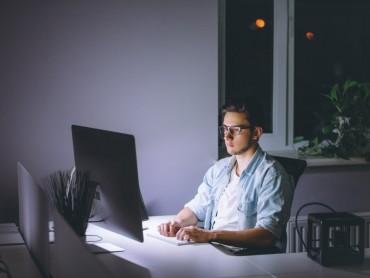 Что толкает мужчину на виртуальный секс?