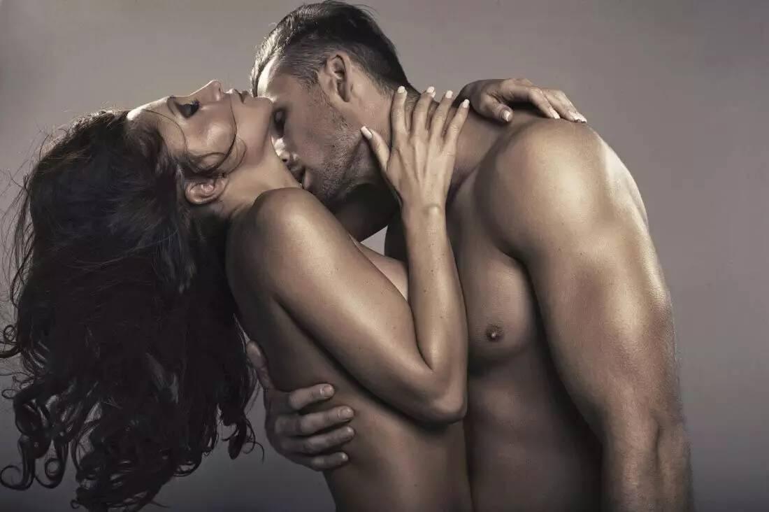 Как целовать в шею?
