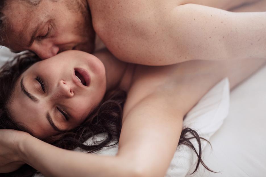 Секс спасает от головной боли