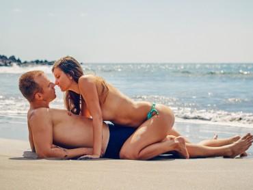 Секс на пляже: как не травмироваться на песке и можно ли лезть в воду