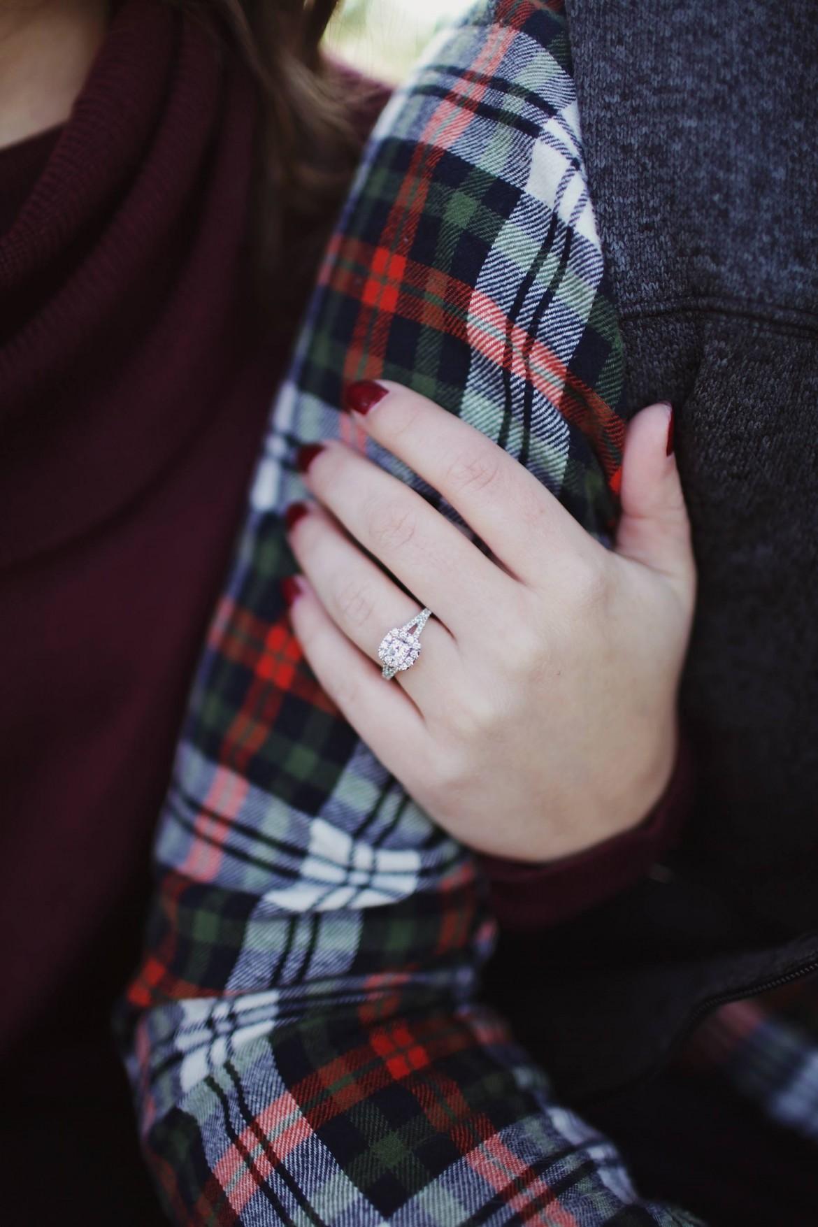 Треть женщин выходит замуж без любви