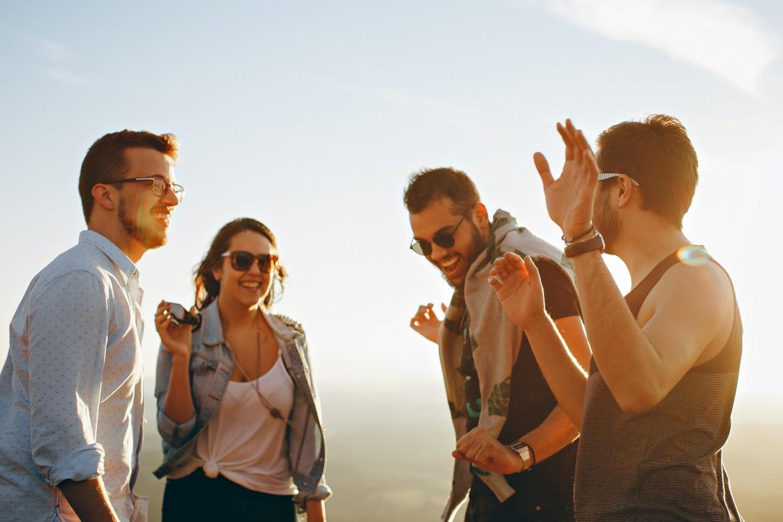 Как правильно вести себя с друзьями мужа