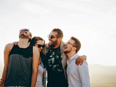 Как общаться с друзьями любимого мужчины?